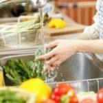 Cách rửa sạch thuốc trên rau củ quả